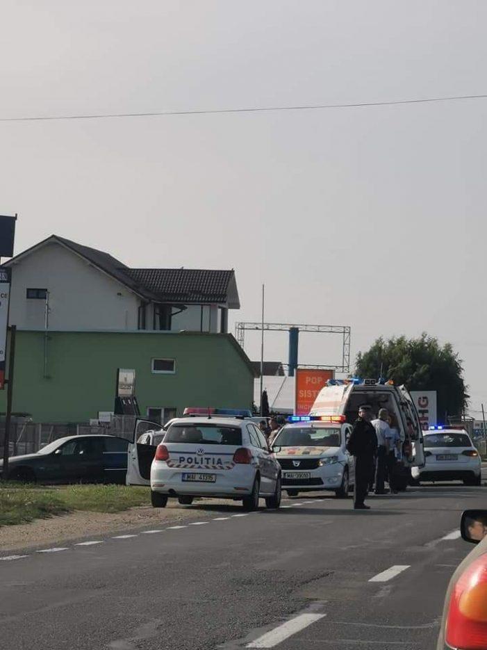 Accident în lant în Satu Mare. Trei mașini implicate, o persoana ranita (Foto)