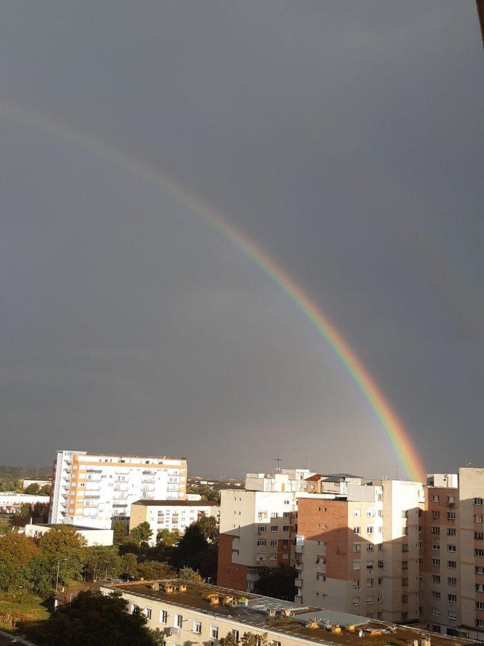 Curcubeu de toată splendoarea pe cerul Satmarului (Foto)