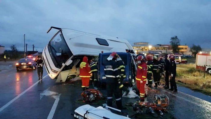 Accident mortal, coliziune între două microbuze și un TIR. S-a activat Planul Roșu (Foto)