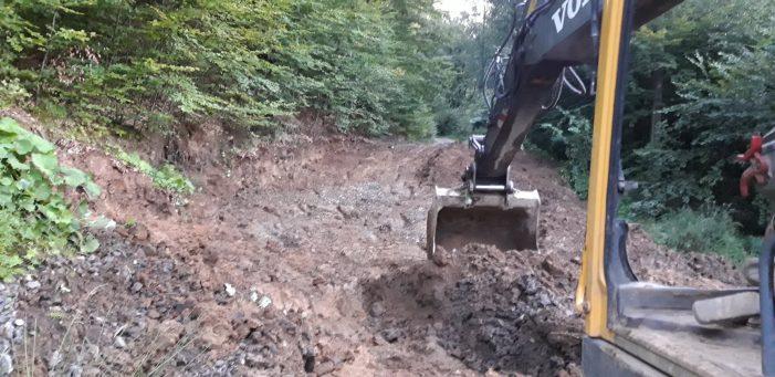 Drum de munte afectat de o alunecare de teren … la Luna Ses. S-a intervenit ! (Foto)
