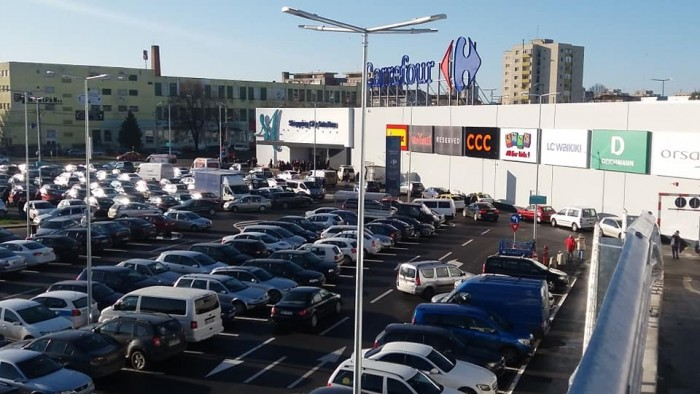 Guvernul ajută magazinele din mall-uri. Le plătește jumătate din chirii