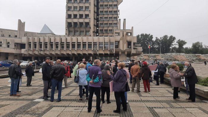 Sunt foarte nemultumiti ! Pensionarii au protestat în centrul municipiului ! (Foto)
