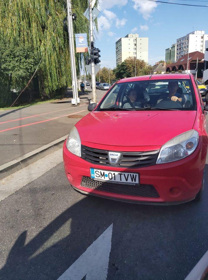 """Cazul fetei snopita în bătaie, întro mașina din Satu Mare, face """"valuri"""": """"Ce o fi traind acasa acest copil ?"""""""