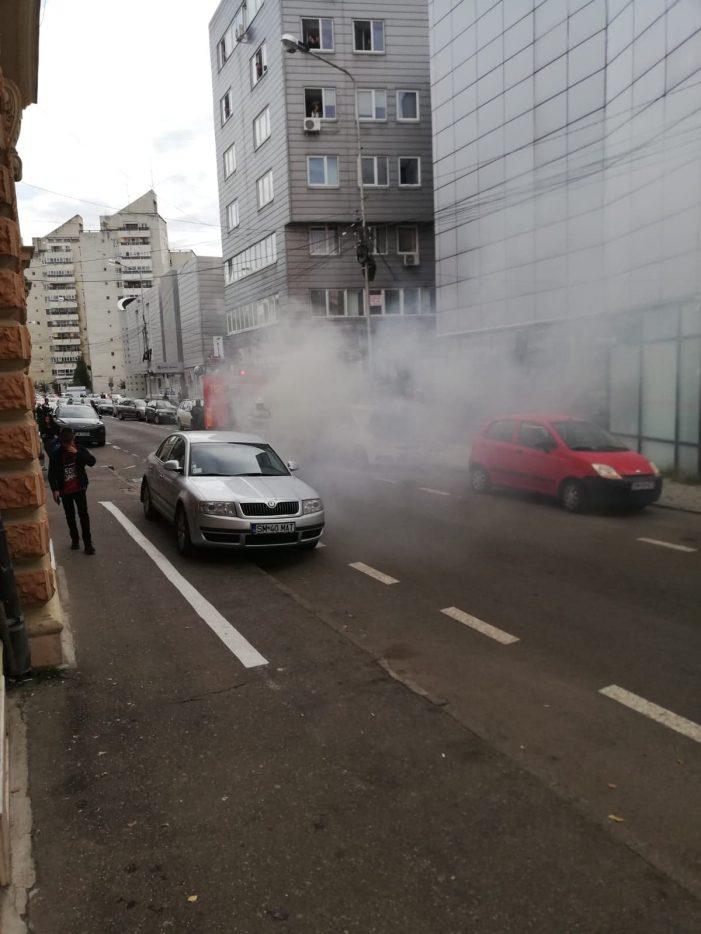 Panica in centrul Satmarului ! O masina a luat foc ! (Foto)