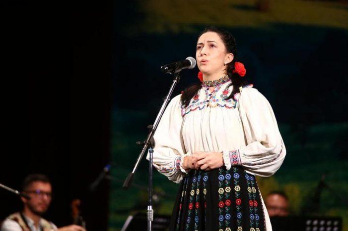 O satmareanca a uimit la Concursul Național de Folclor