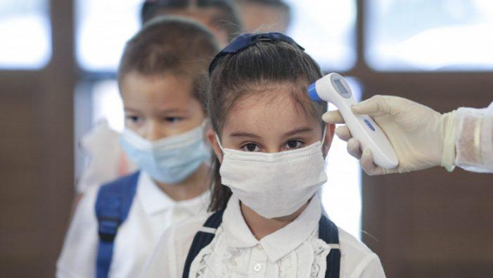 Elevii care refuză să poarte mască riscă să li se scadă nota la purta