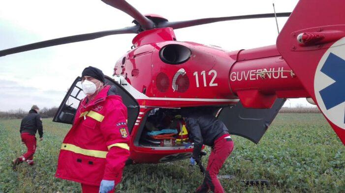 A rămas cu mana prinsă într-un utilaj. S-a intervenit cu elicopterul (Fotogalerie)