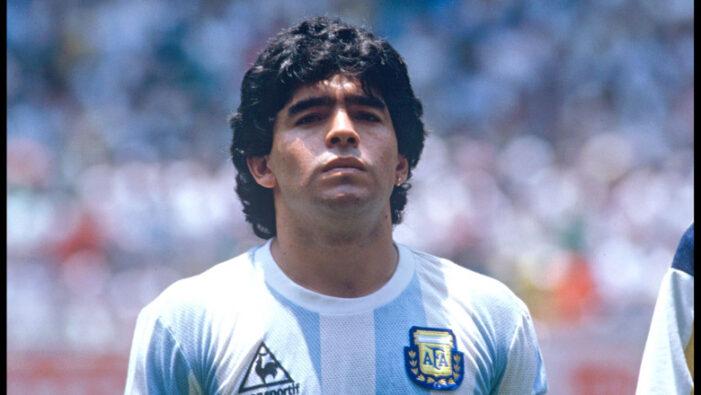 Soc in lumea fotbalului ! A murit Diego Armando Maradona !