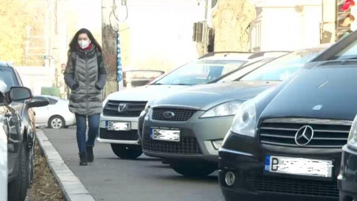 Mașinile parcate pe trotuar vor putea fi ridicate