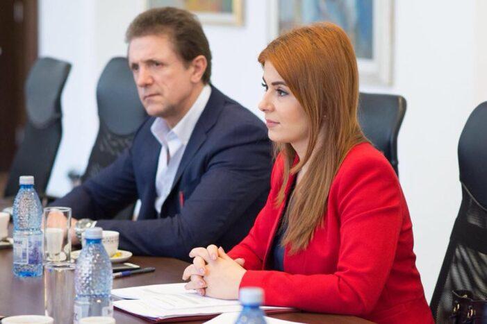 """Ioana Bran: """"PNL taie panglici la obiective pentru care nu au niciun merit"""""""
