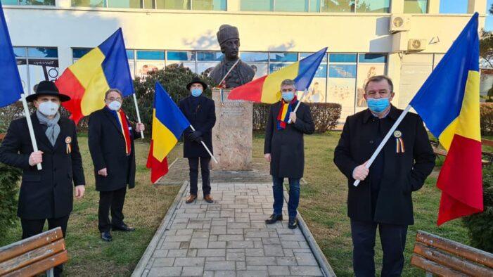 """Asociatia """"Uniti pentru Satu Mare"""" a depus o coroana de flori la bustul lui Avram Iancu (Foto)"""