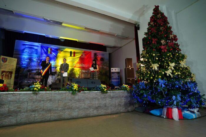 Spectacol la Mediesu Aurit, dedicat Zilei Nationale (Foto)