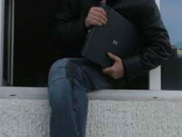 Au furat un laptop. Polițiștii i-au prins
