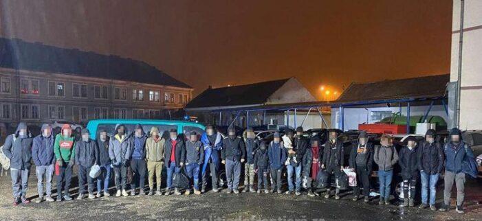 24 de migranti, prinsi la frontiera cu Ungaria