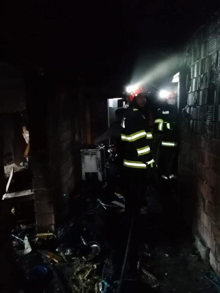 O casa din Negresti-Oas a luat foc. Pisica salvata din flacari (Foto)