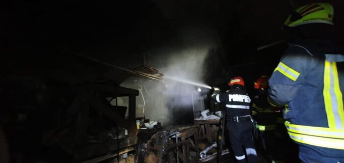 Incendiu la o afumătorie (Foto)