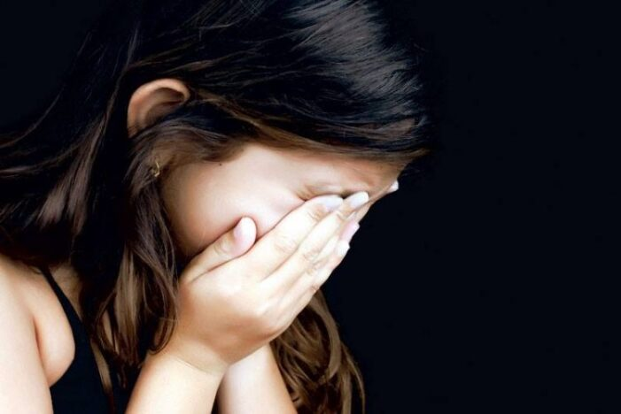 Infiorator ! Un tânăr de 18 ani și-a violat nepoata de 6 ani !