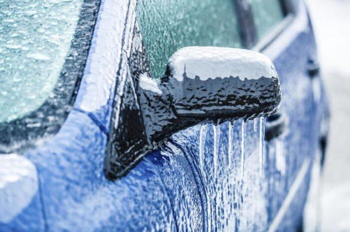 Trucuri pentru dezghețarea geamurilor de la mașină