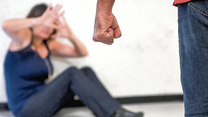 14 ani de închisoare ! O batea, o viola și stingea țigări pe corpul soției sale !