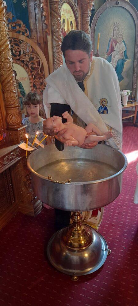 Ce spune un preot din Satu Mare despre bebelusul înecat la un botez din Suceava ?