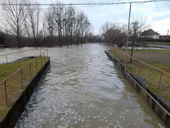 Pericol de inundatie ! Cota de atentie, depasita ! (Foto)