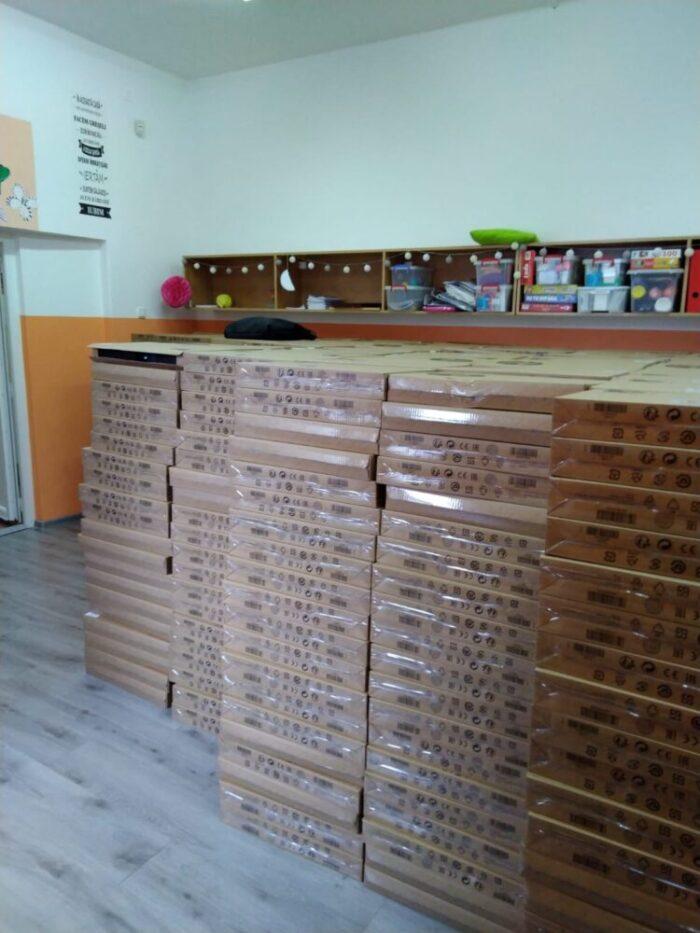 Peste 1300 de laptop-uri, distribuite de ISJ Satu Mare
