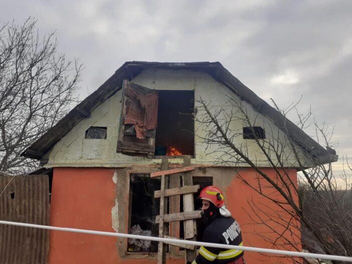 Incendiu la o casa din Botiz (Foto)