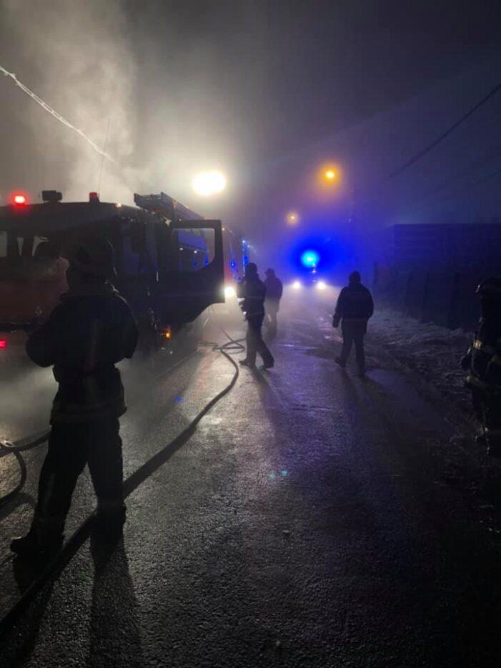 Incendiu la o fabrica din Satu Mare. O persoana a murit (Foto)