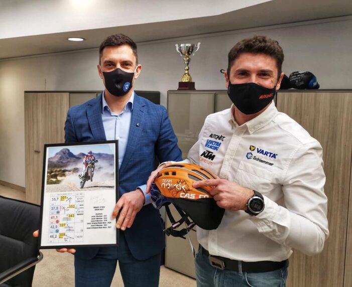 Ce cadou a primit Mani Gyenes de la ministrul Sportului ? (Foto)