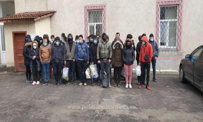 Trei calauze și 38 de migranti prinși la granita