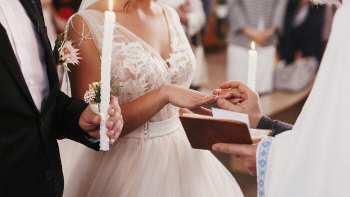 Se mențin interdictiile pentru nunti, botezuri și mese festive