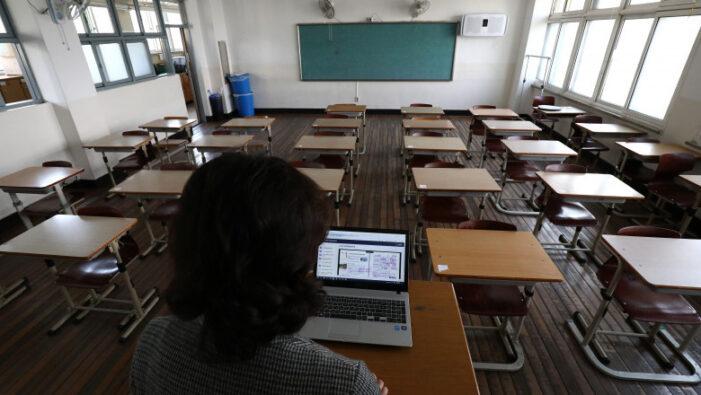 Elevii afla astăzi dacă se reintorc la școala din 8 februarie