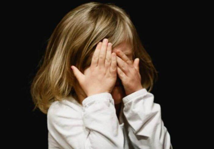 Fetita de 7 ani, violata de un batran