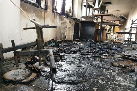 Incendiu la universitate. Doua etaje inundate de fum. Pagube materiale (Foto)