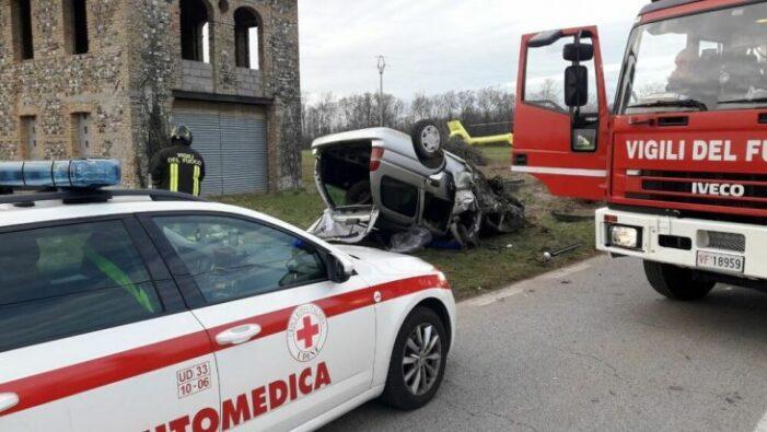 Accident cumplit. Un tânăr de 21 de ani a murit. Patru persoane ranite