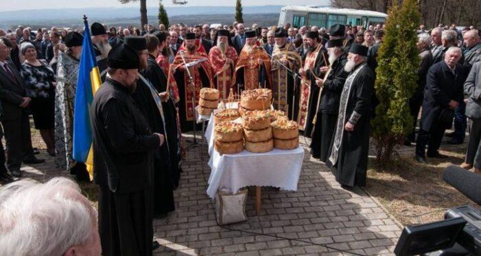 Preoţii nu mai au voie să pretindă bani pentru înmormântări