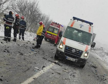 Accident mortal ! O masina facuta zob in urma impactului cu un TIR (Foro&video)
