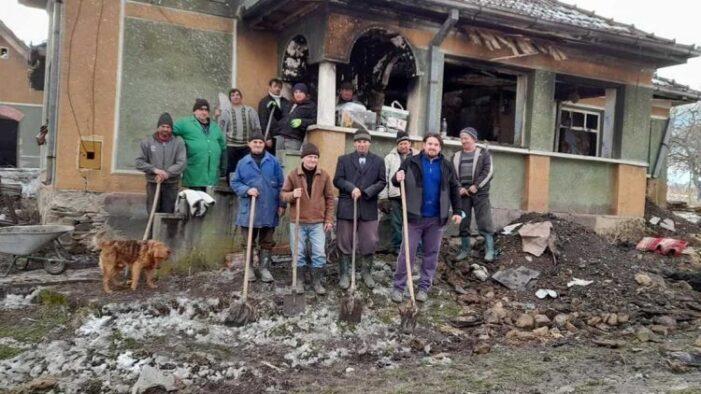 Preotii maramureseni doneaza bani pentru reconstructia casei din Cuta, distrusa de foc