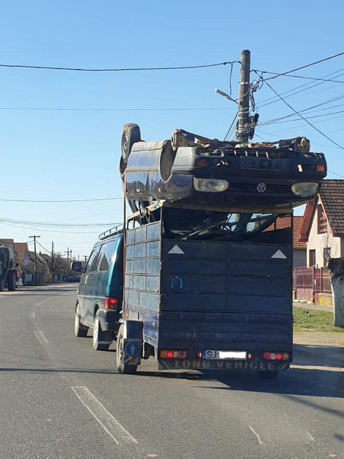 Cu varf si indesat … Pericol public pe drumurile din Mediesu Aurit (Foto)