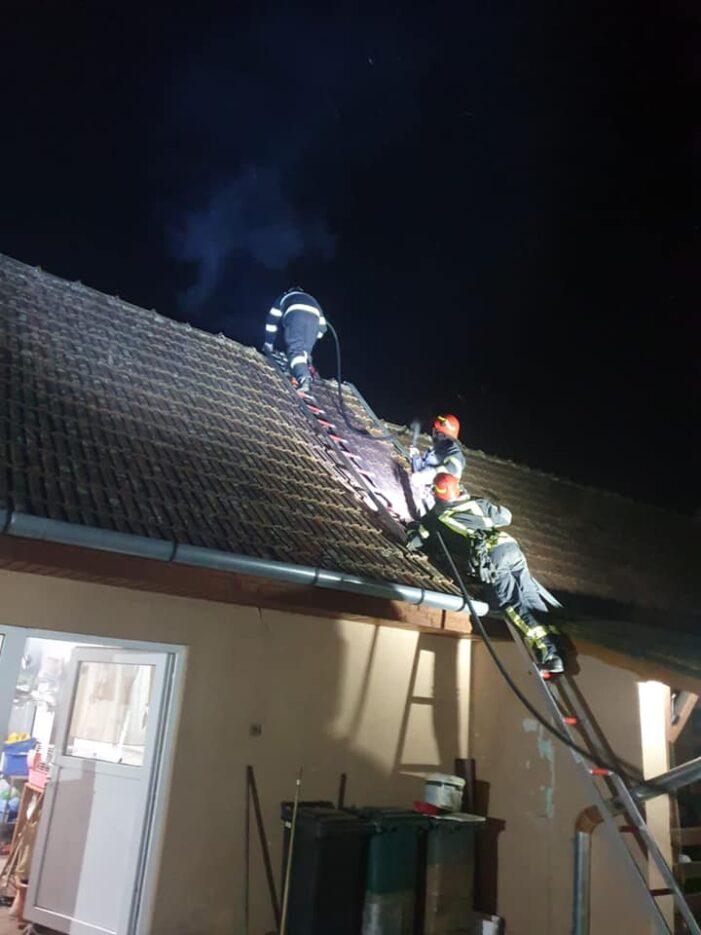 Incendiu la hornul unei case (Foto)