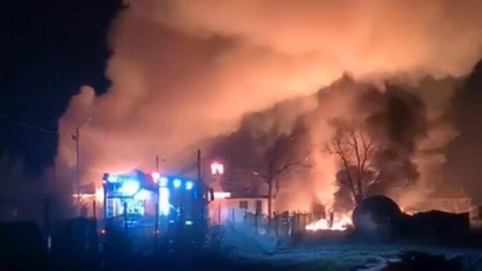 Incendiu violent. Doua persoane au suferit arsuri (Foto)