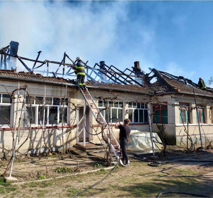 O casa a luat foc ! Pagube mari ! (Foto)