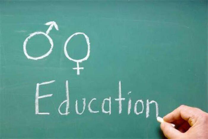 Sorin Cimpeanu considera ca elevii au nevoie de ore de educatie sexuală în școli