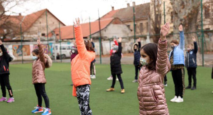 Purtarea măștilor de protecție în timpul orelor de sport nu mai este obligatorie