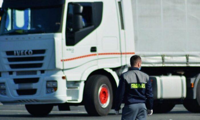 Timpi de aşteptare ridicaţi la granița cu Ungaria pentru TIR-uri