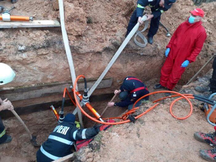Muncitor prins sub un mal de pamant ! A murit ! (Foto)