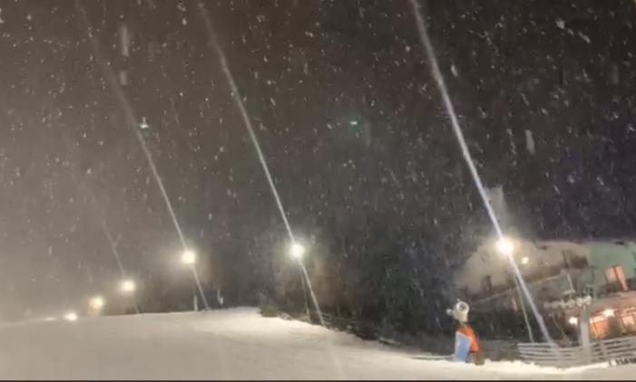 S-a întors iarna ! A nins în Maramures ! (Foto)