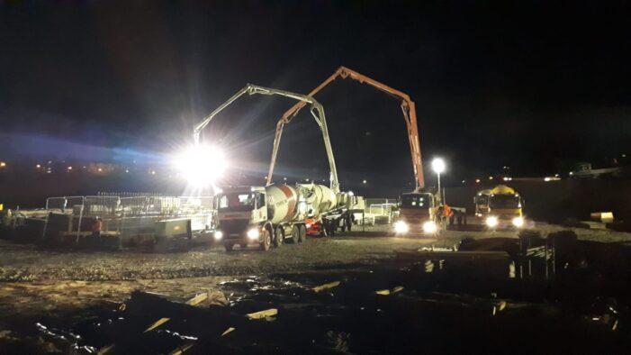 Lucrări si pe timp de noapte la podul de la strand (Fotogalerie)