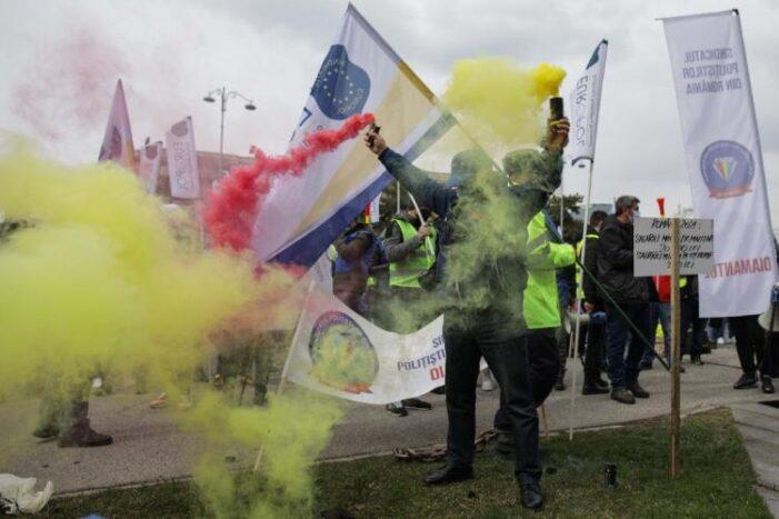 """Polițiștii protesteaza: """"Acest Guvern trebuie demis sau să își dea demisia !"""""""
