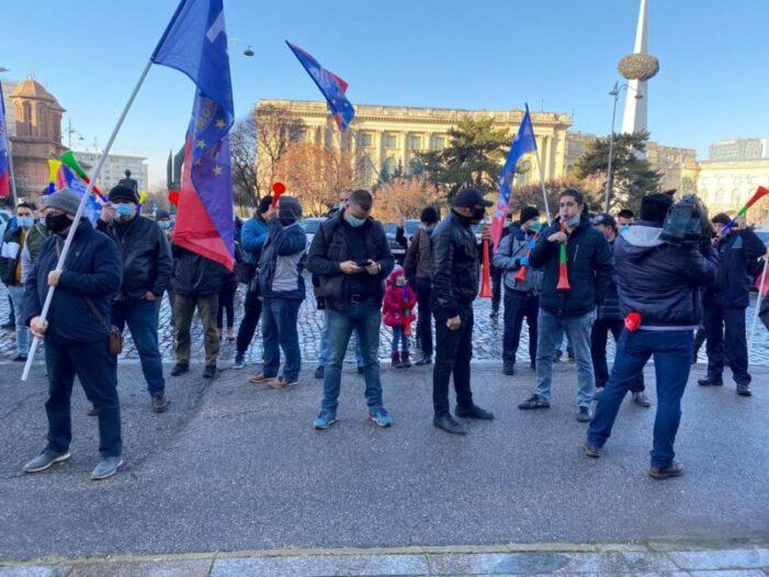 Noile restricții au scos românii în stradă. Val de proteste masive în România